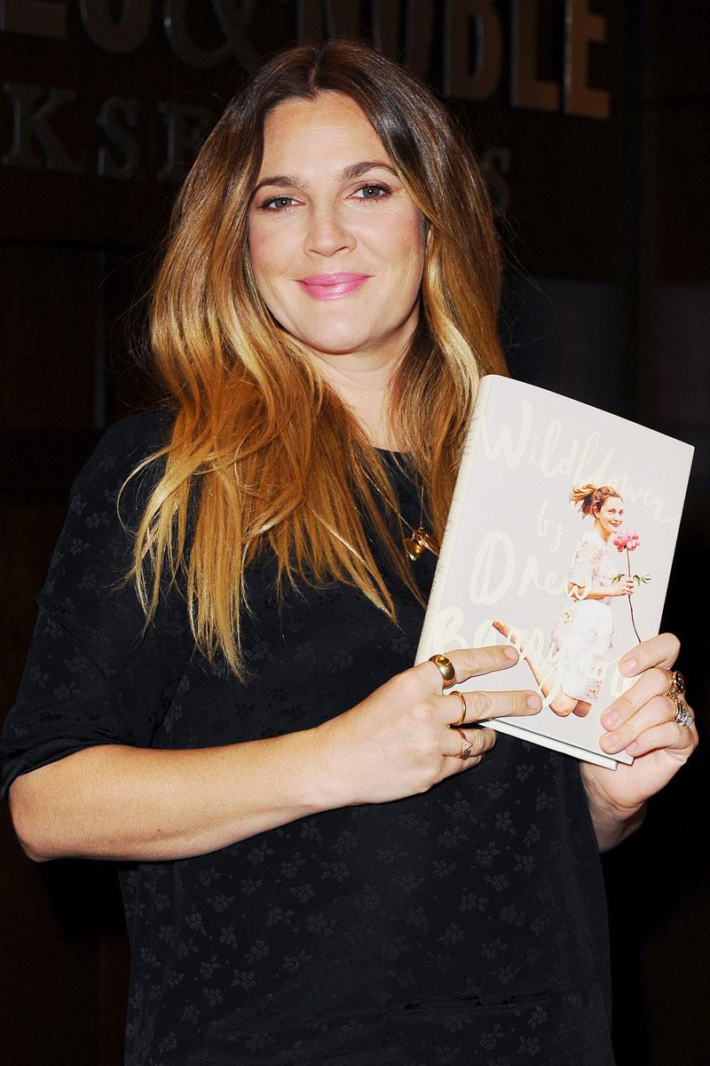 La actriz en la presentación de su segunda biografía, 'Wildflower'.