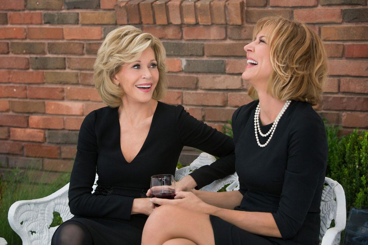 Jane Fonda y Lily Tomlin, dos damas de la pantalla reunidas en una comedia que representa a la tercera edad.