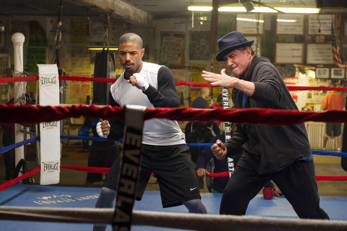 Sylvester Stallone y Michael B. Jordan en una de las escenas de 'Crew'.