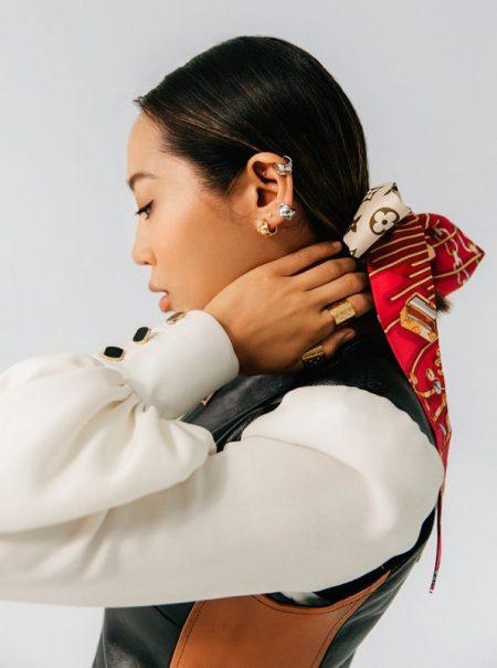 Louis Vuitton sabe los cuatro mejores trucos para ponerse un pañuelo esta primavera
