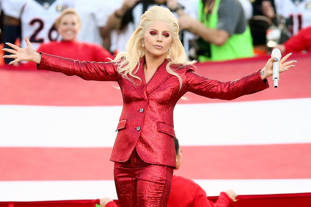 Lady Gaga recibiendo la ovación de los espectadores