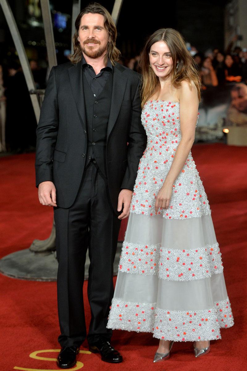 Christian Bale y Maria Valverde (vestida de Nina Ricci) en la premiere de 'Exodus' en Londres.