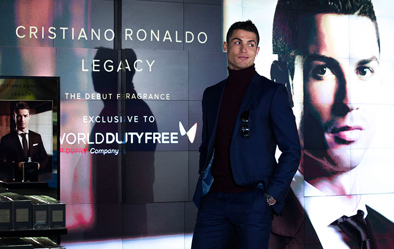 Cristiano lució un traje azul indigo.