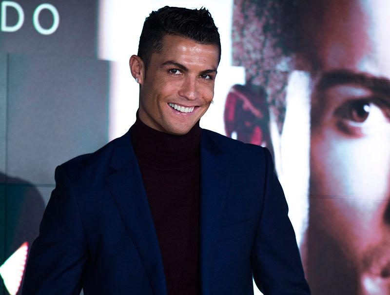 Ronaldo, muy sonriente, se ventiló el evento en 10 minutos.