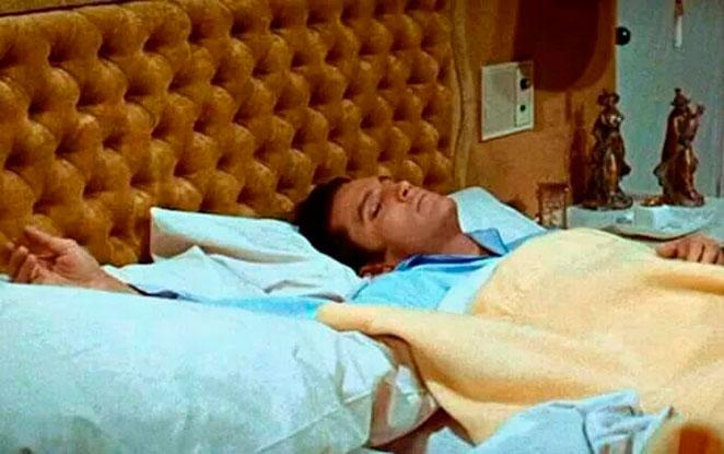 Se cuenta que Elvis Presley utilizaba el sueño como método para adelgazar.