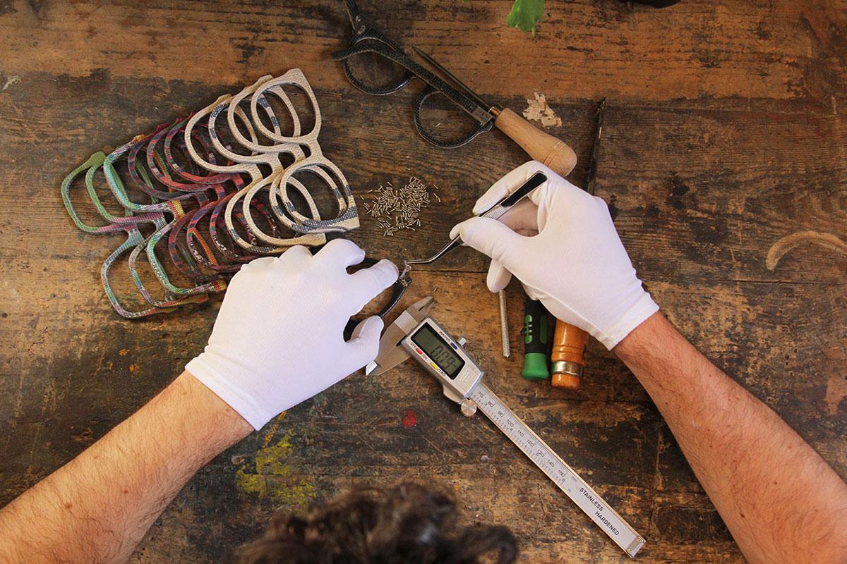 Cada gafa se fabrica de forma artesanal en un taller ubicado en Viladecans.
