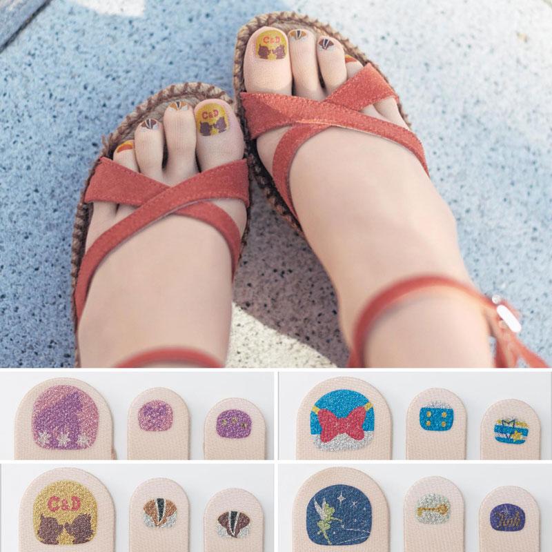 Así quedan las medias con sandalias (no será por la infinidad de pedicuras disponibles).