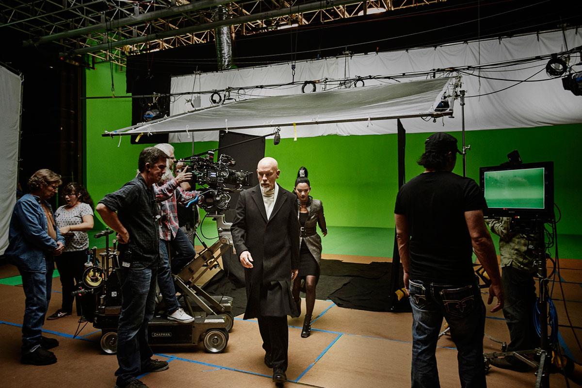 Parte del equipo en el set de rodaje de la película más misteriosa de Cannes.