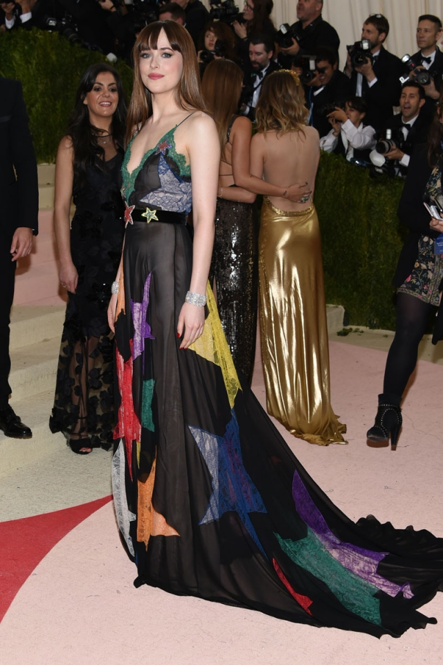 gala met 2016 dakota Johnson