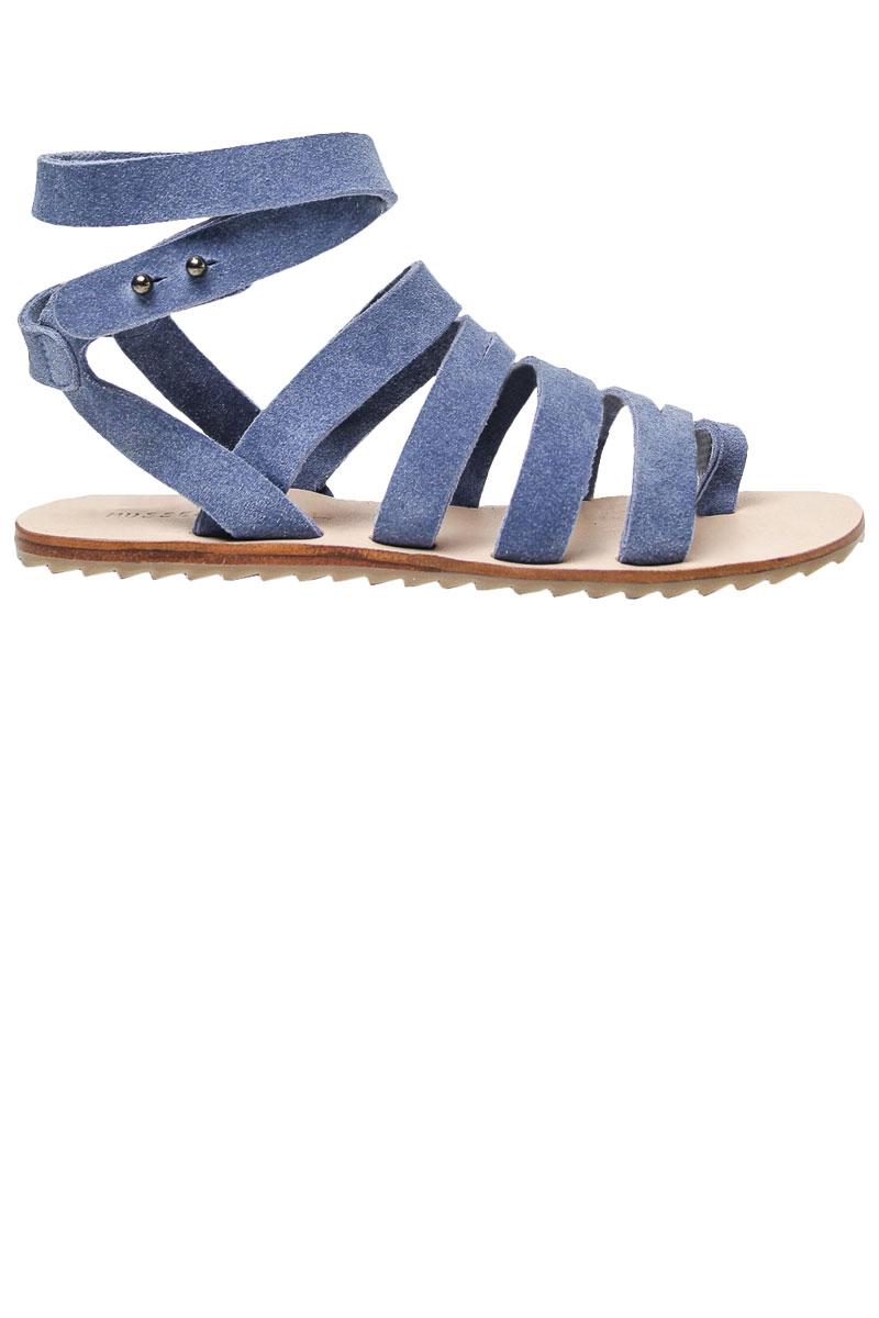 Sandalias planas con tiras azules de Musse and Cloud (49,99 euros).