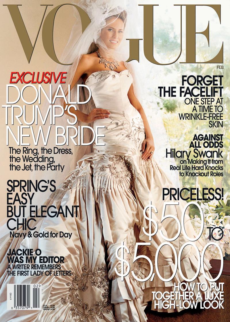 Melania Trump posó para la portada de 'Vogue con su vestido de novia de Dior de Alta Costura. En su mano, el anilo de compromiso.