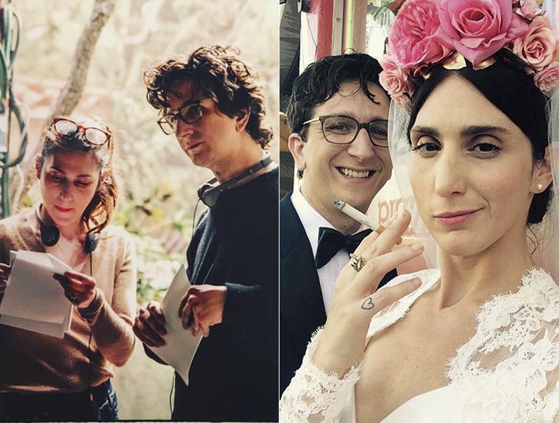 Arfin está casada con Paul Rust, protagonista y también guionista de la serie. A la izquierda, en un momento del rodaje. Derecha: el día de su boda (entre los invitados: Chan Marshall (Cat Power), Tavi Gevinson, Lena Dunham, etc.)