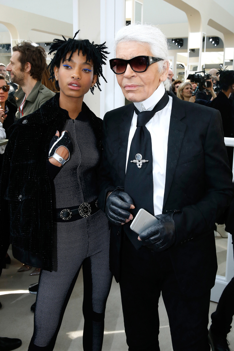 Willow Smith (15 años), embajadora de Chanel, junto a Karl Lagerfeld.