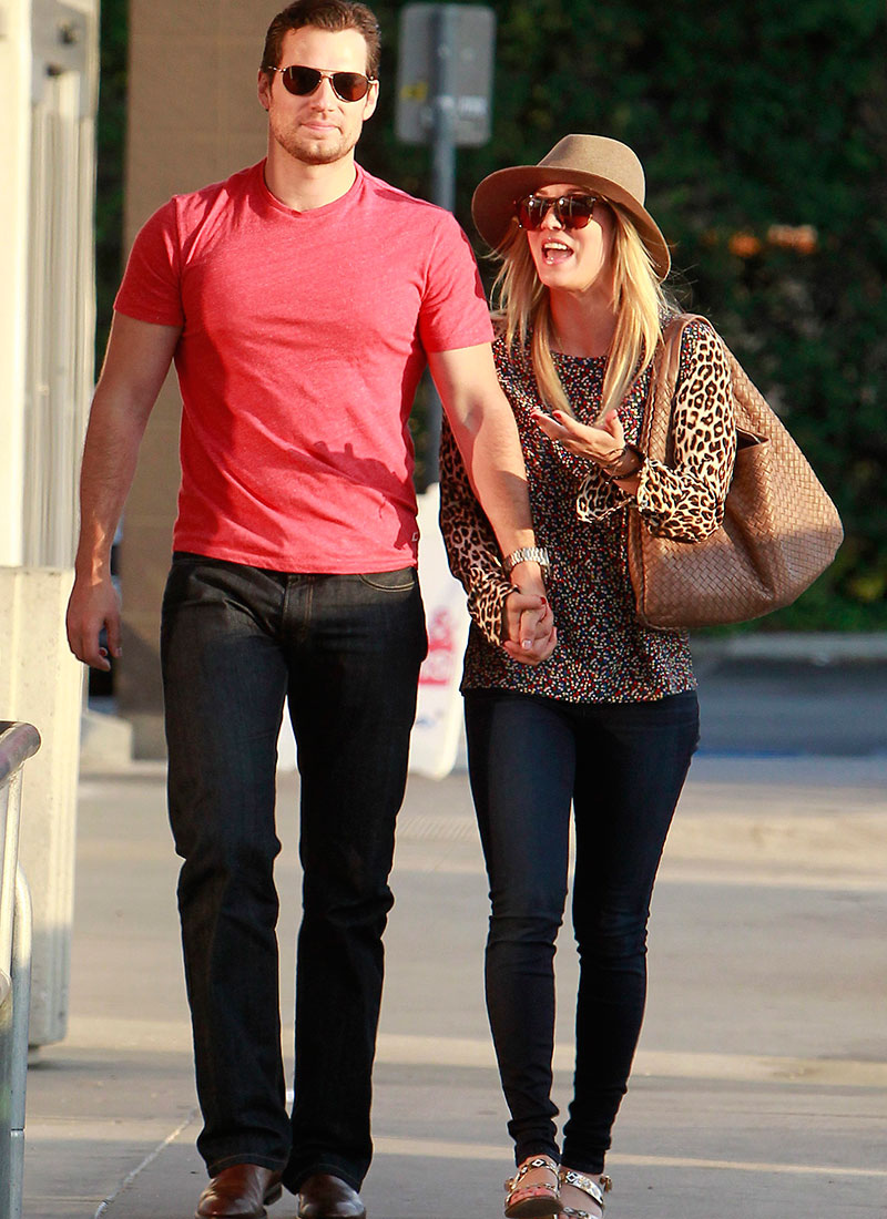 Según algunos medios, la relación entre Kaley Cuoco y Henry Cavill duró lo que el actor tardó en promocionar una de sus películas.