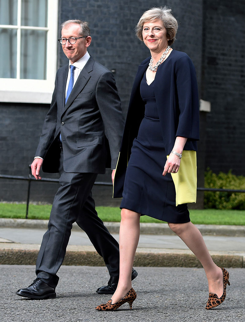 Theresa May zapatos leopardo