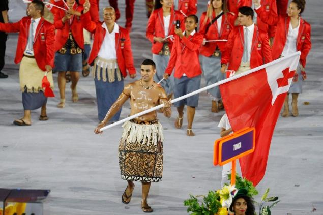 El abanderado de Tonga provoca un cataclismo en las redes sociales