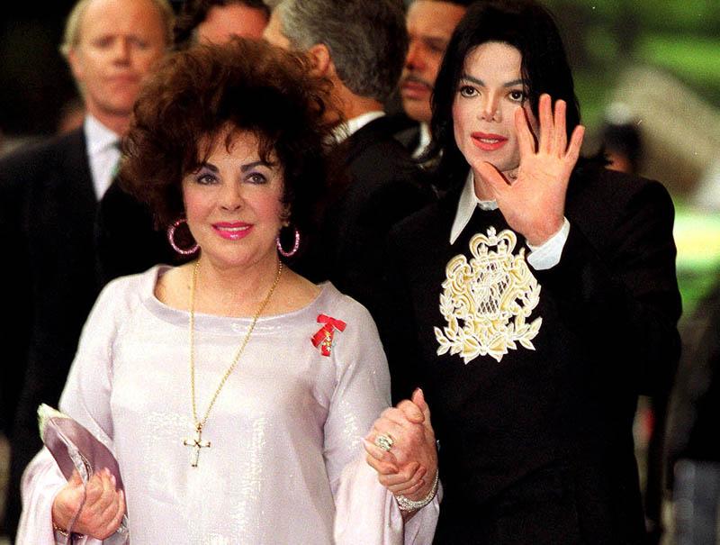 Jackson, acompañando a Taylor a un homenaje a la labor caritativa de la actriz en el Royal Albert Hall de Londres en el año 2000.
