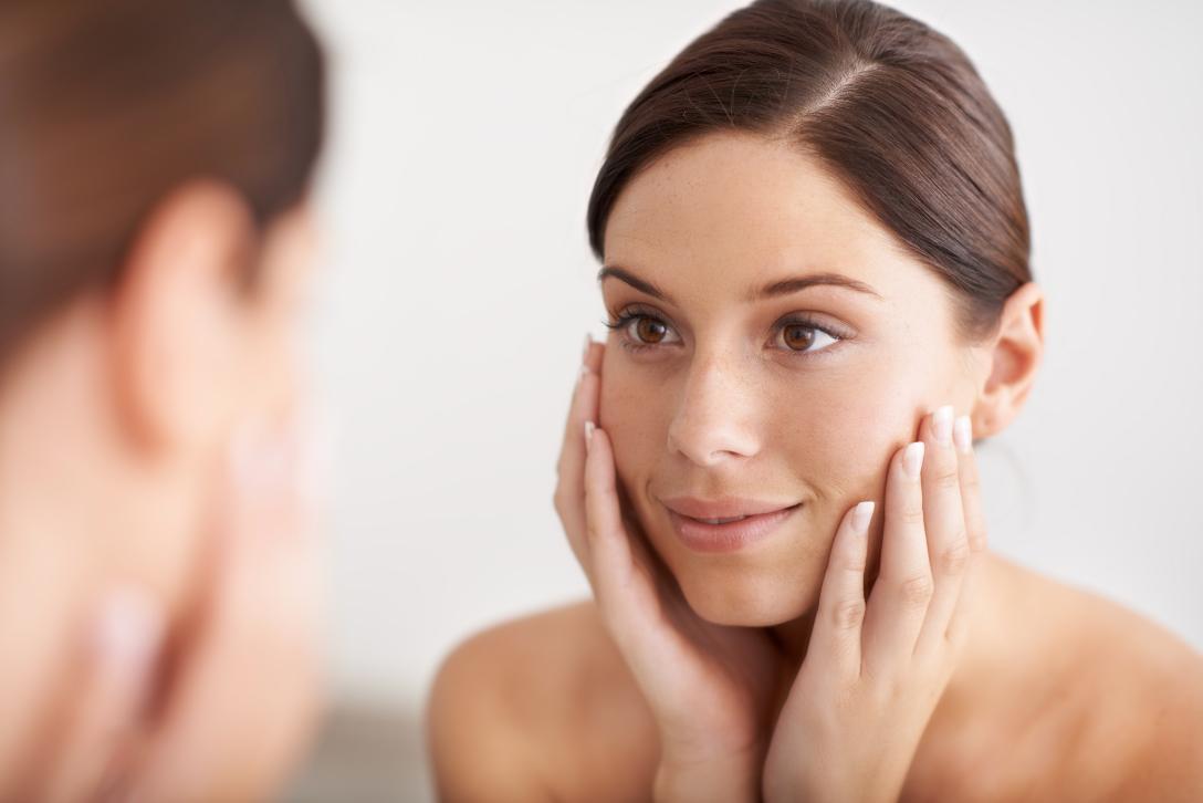 Por qué volvemos del verano con manchas en el rostro (y cómo eliminarlas)
