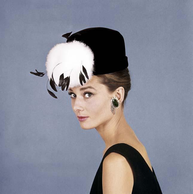 16 veces que audrey hepburn llev243 un sombrero mejor que