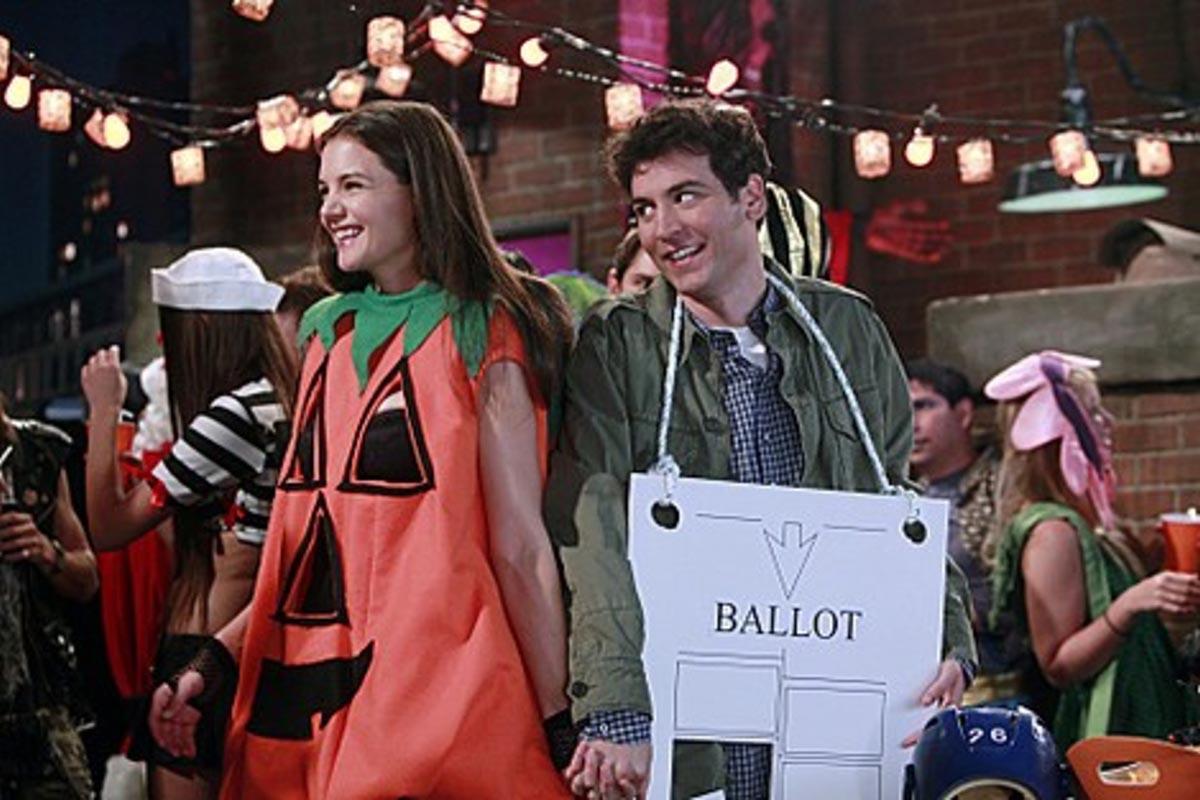 La 'calabaza putilla' (Katie Holmes) y Ted Mosby (Josh Radner), en 'Cómo conocí a vuestra madre'.