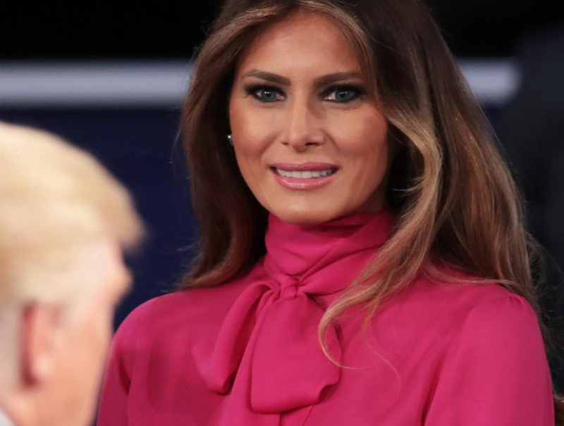 Por qué Donald Trump debería odiar la camisa que vistió Melania en el debate