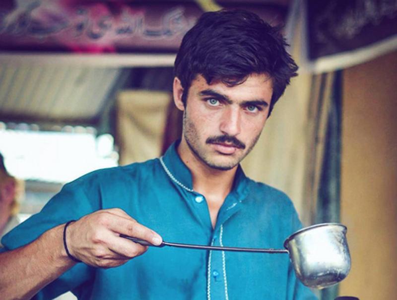 El atractivo vendedor de té pakistaní y otros desconocidos que han enloquecido a Internet