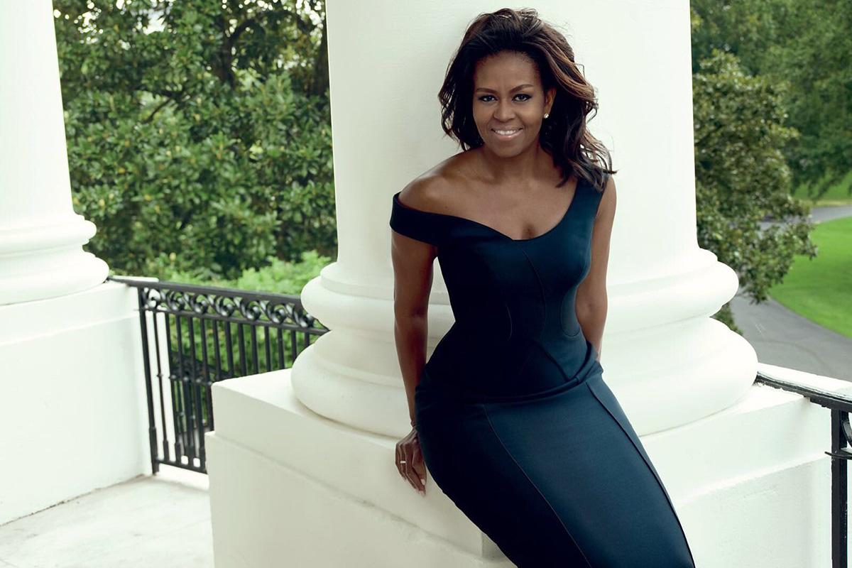 Michelle Obama enfundada en un Atelier Versace para el reportaje.