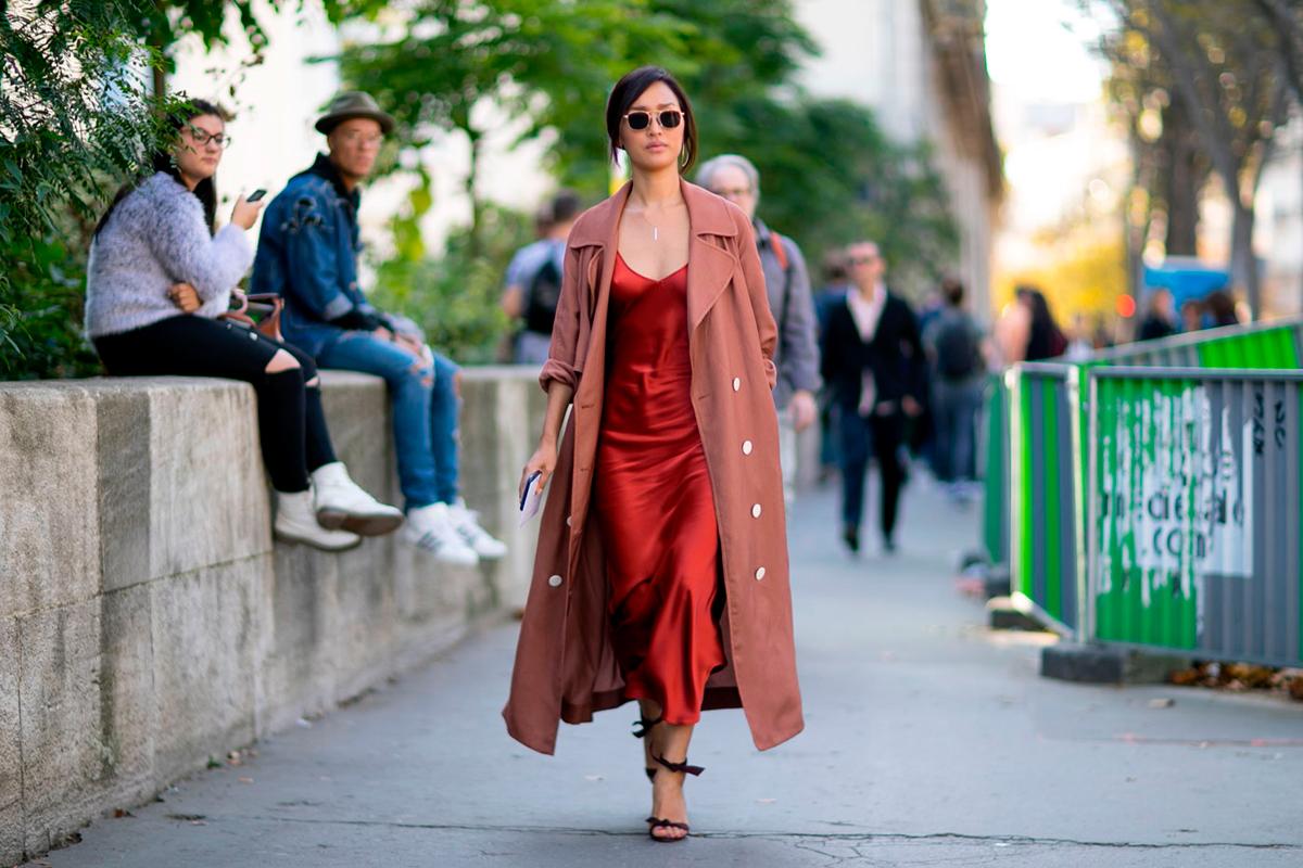 El vestido lencero es una de las prendas claves de la temporada.
