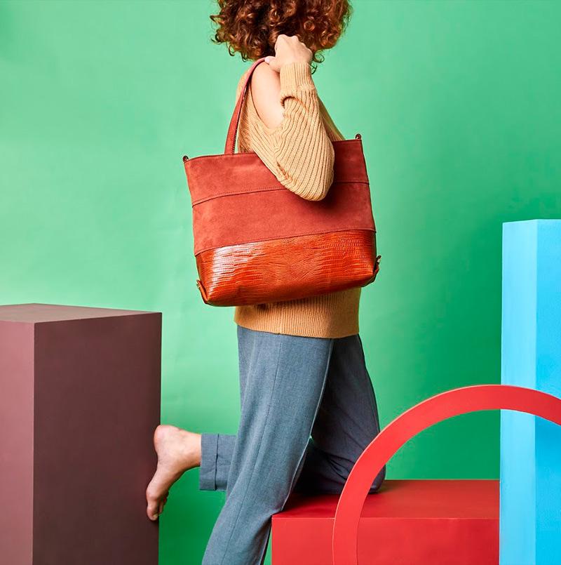 Modelo Shopping de piel y ante. (295 euros)
