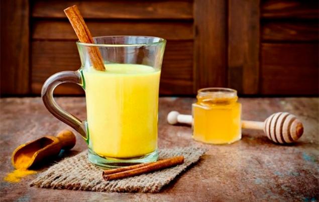 Cúrcuma latte, la superbebida dorada que vuelve loco a Internet