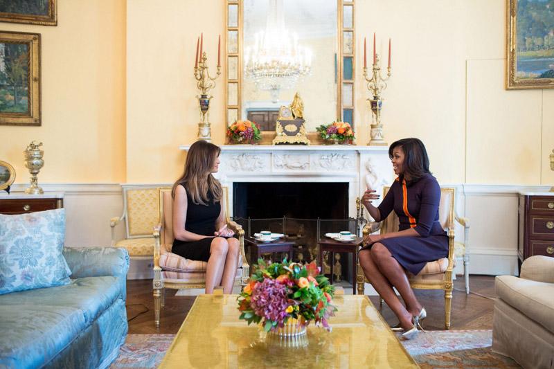 Michelle Obama y Melania Trump ayer en la Casa Blanca.