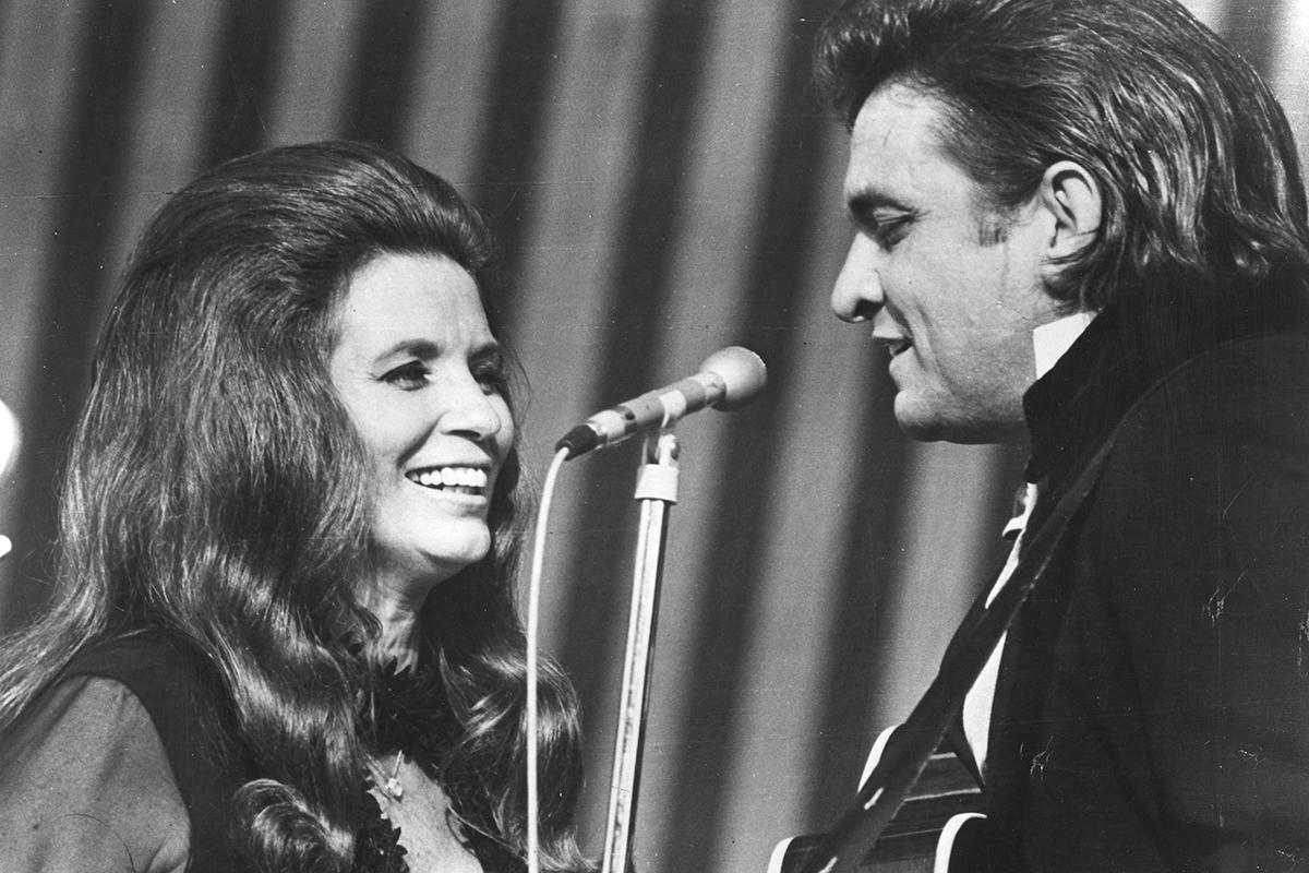 June Carter y Johnny Cash, pareja en los escenarios y fuera de ellos, que fallecieron con apenas cuatro meses de diferencia.