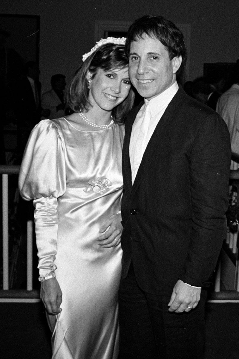 Con Paul Simon, con el que se casó y tuvo un matrimonio fugaz de un año.