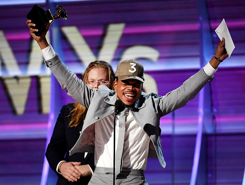 Chance, el 'rapero bien' que derrotó a Drake y Kanye en los Grammy