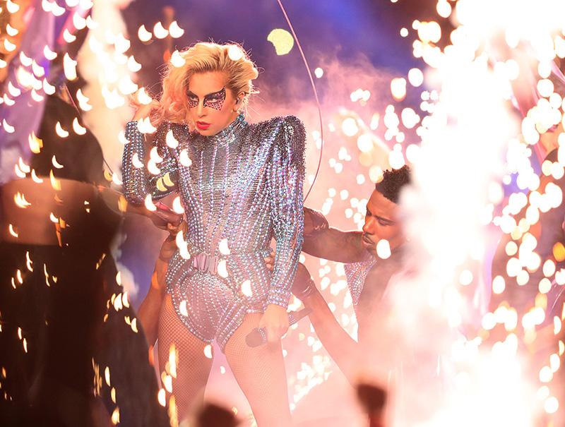 Lady Gaga vuela y arde (y otros momentazos del espectáculo de la Super Bowl)