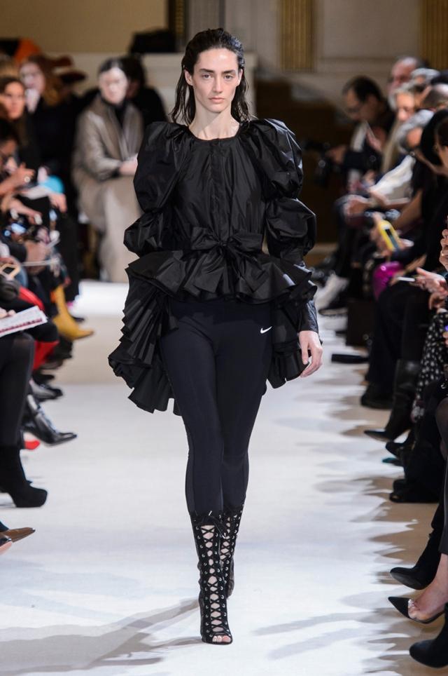 Giambattista Valli lo tiene claro: los leggings se pueden llevar a modo de pantalón