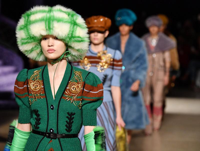 Miu Miu despliega su ejército femenino del 'glamour'