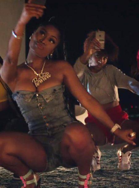 El vídeo de Major Lazer y Nicki Minaj que parodia nuestra obsesión por el móvil