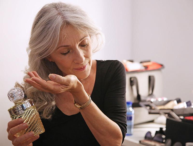 Tres cosas que aprendiste de tu madre sobre cómo perfumarte