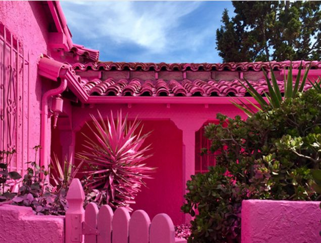 Las 3 casas rosas que invaden Instagram (y que serán derribadas antes de que puedas visitarlas)