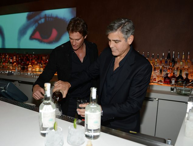 George Clooney no está solo: estos famosos también se están forrando con el alcohol