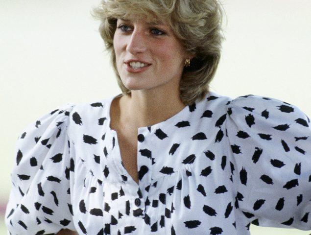 La blusa a lo Lady Di que llevan todas las blogueras