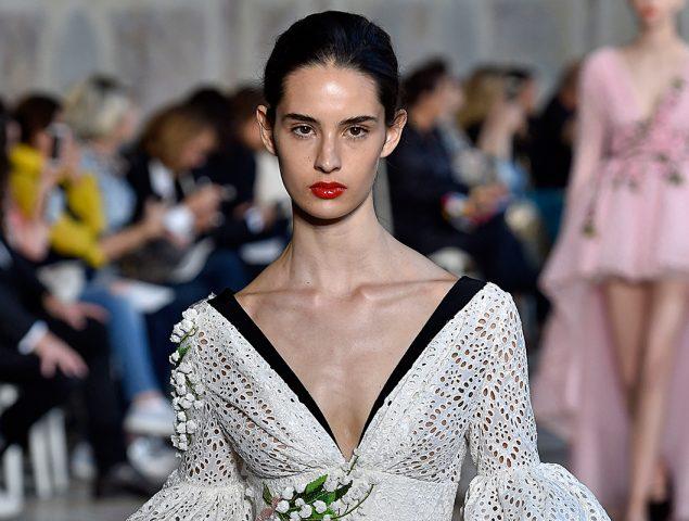Así es la modelo española de 17 años que triunfa en la alta costura