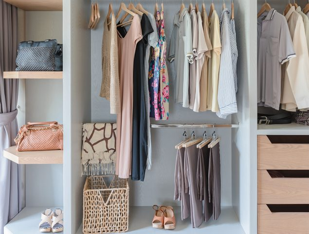 3 trucos (fáciles) para mantener tu armario un poco más ordenado