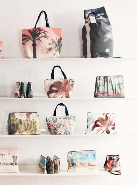 Las tres costureras de Cuenca detrás del éxito de los bolsos viajeros de Instagram