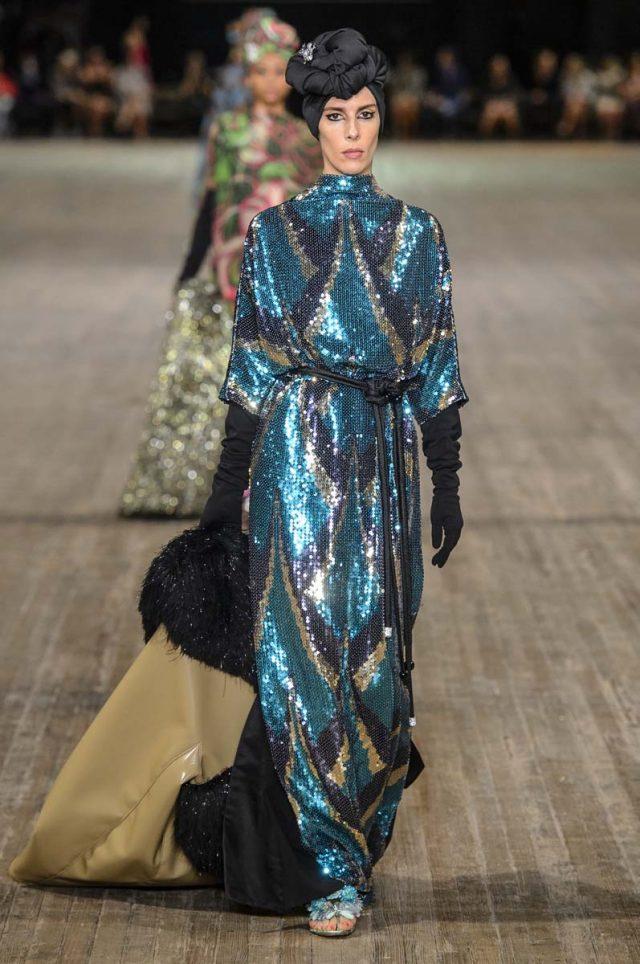 Marc Jacobs cierra la NYFW con una colorida colección que rastrea en sus archivos