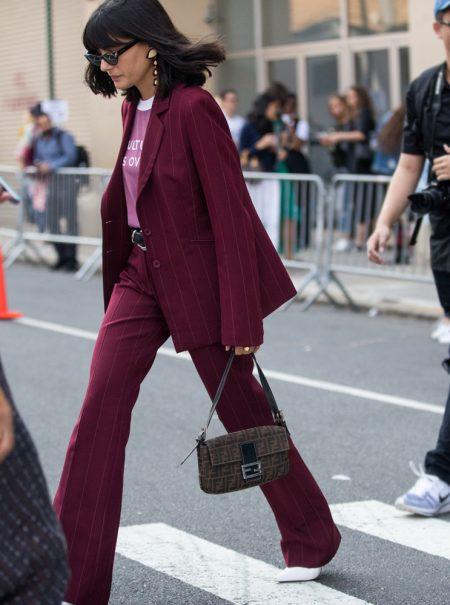 Cómo vestir el 'boom' del traje pantalón sin parecer una oficinista aburrida