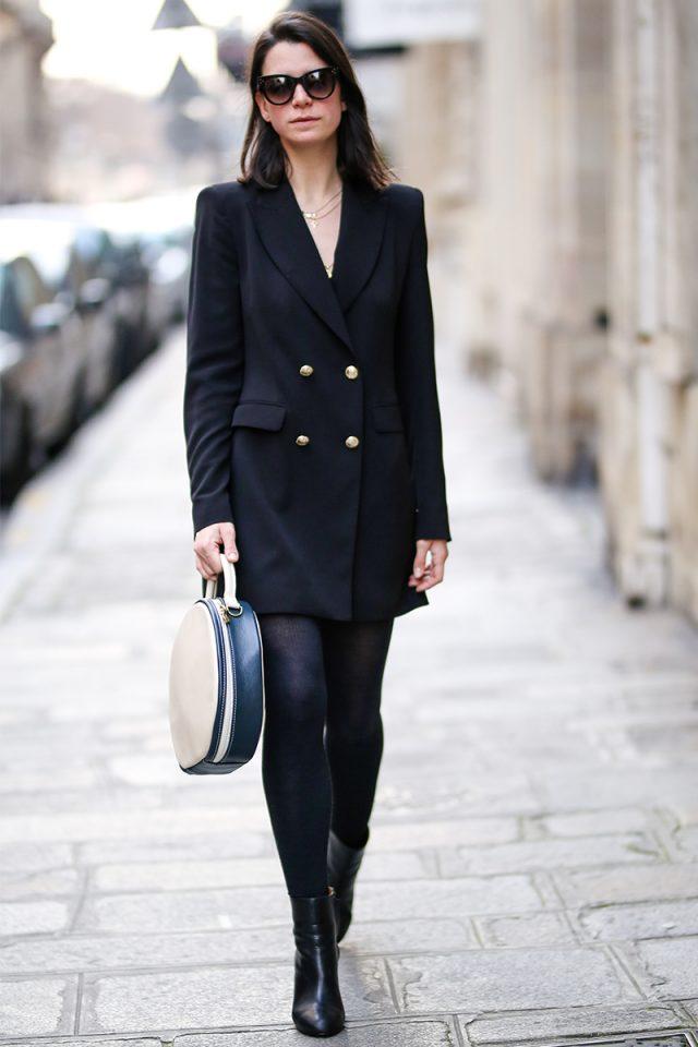 Como combinar vestido azul marino con medias