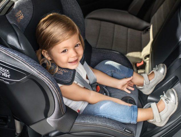 Por qué es más seguro orientar la silla de tu bebé a contramarcha