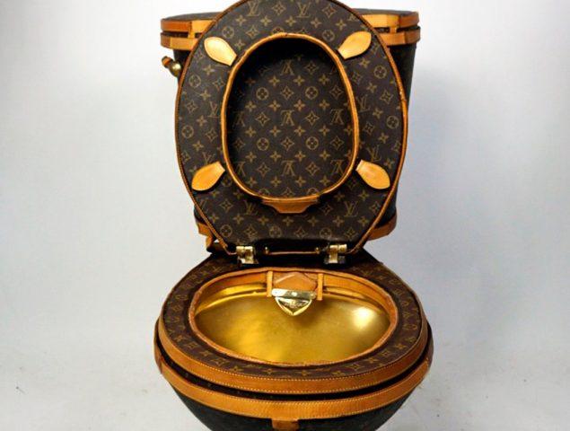 La artista que transformó los bolsos de Louis Vuitton en un váter de 100.000 dólares